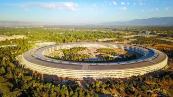 Vue aérienne du siège d'Apple. Crédit photo Ulazdik Kryhin